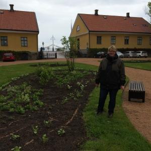Under vår kalaslördag bjöds det på en unik visning av Marieholms planteringar! Elever på Göteborgs universitets trädgårdslinje har designat trädgårdsmiljön med utgångspunkt i temat Emanuella Carlbeck, grundare av Johannesberg. Evalena Öman, landskapsarkitekt / lärare på Göteborgs Universitet / ledamot i Biosfärområdets valberedning, visade runt.