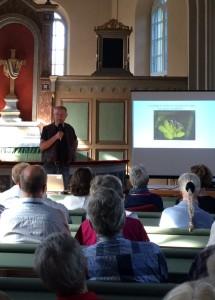 Professor Urban Emanuelsson höll föredrag i Österplana kyrka om hur livsnödvändigt det är med Biologisk mångfald